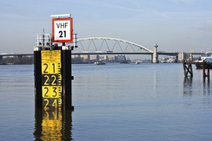 stock-photo-17251662-measurement-freeboard-of-a-big-bridge-in-the-dutch-harbor